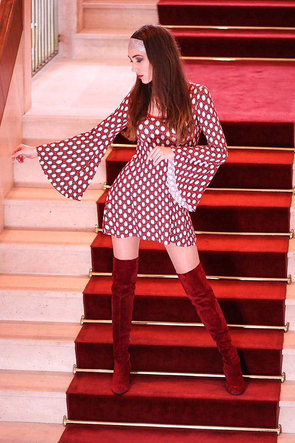 Robe Hippie Chic Années 70 rouge manches évasées Look02