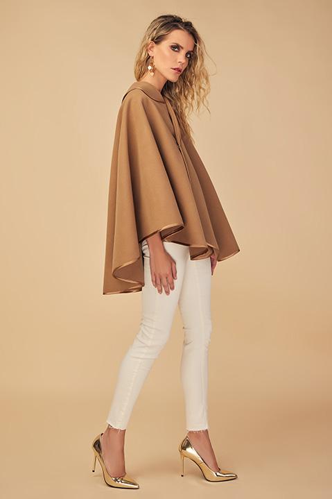 Cape beige camel femme hiver en lainage avec col asymetrique (Vue de profil)