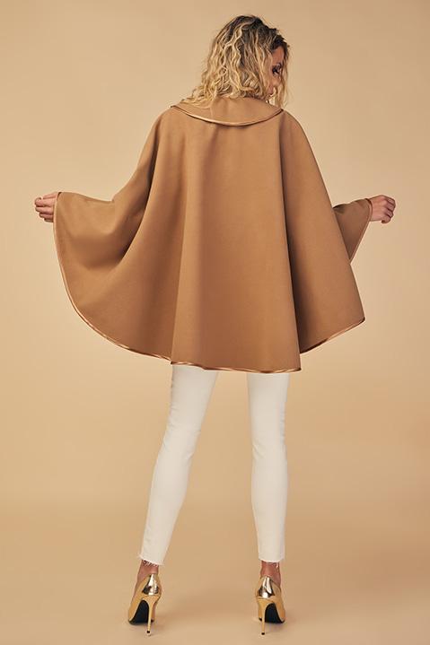 Cape beige camel femme hiver en lainage avec col asymetrique (Vue de Dos)