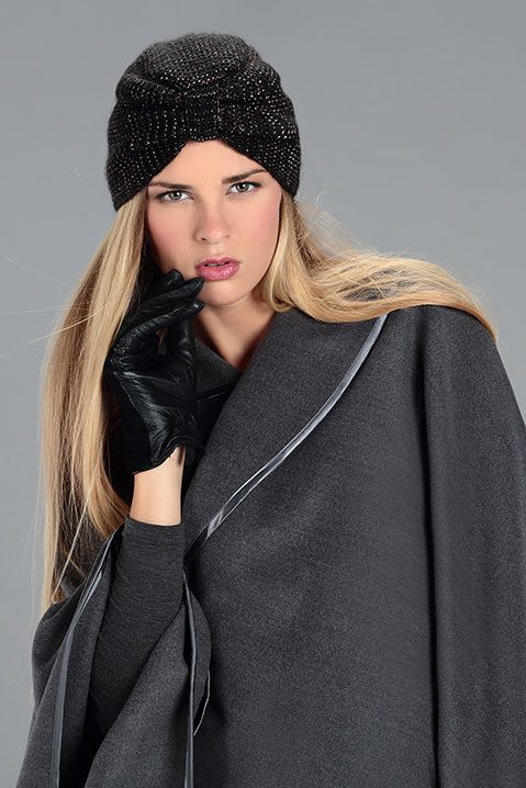 Cape grise femme hiver en lainage avec col asymetrique (Vue Portrait)