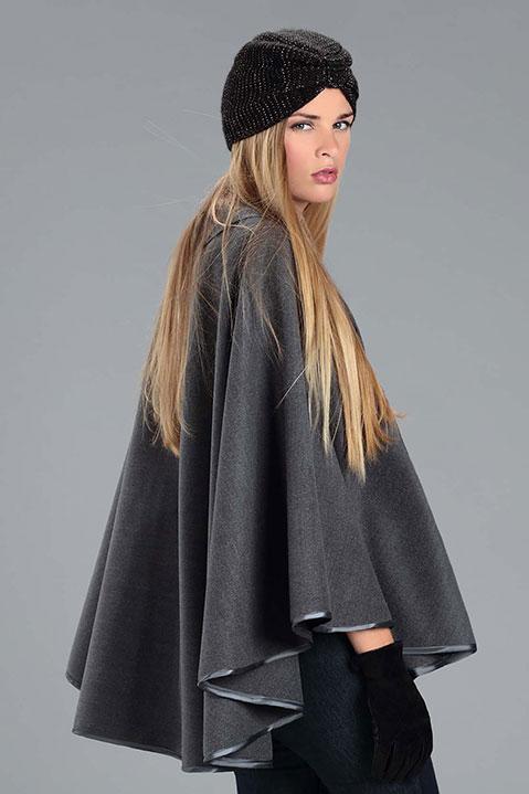 Cape grise femme hiver en lainage avec col asymetrique (Vue de Trois Quart)