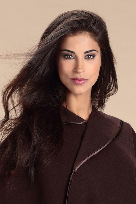 Cape marron femme hiver en lainage avec col asymetrique (Détail Portrait)