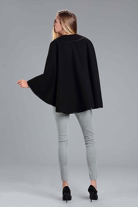 Cape noire femme hiver en lainage avec col asymetrique (Vue de Dos)