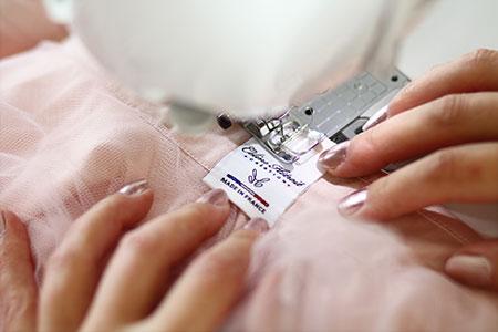 Etiquette Made in France Jupe tutu rose courte devant et longue derrière en tulle
