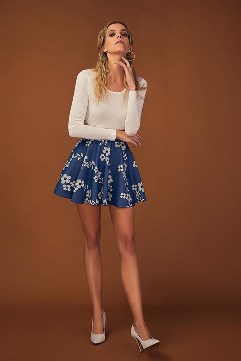Jupe patineuse denim imprime fleuri bleu et blanc (vue de profil)