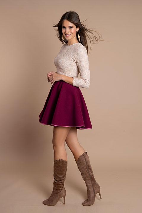 Jupe patineuse violet cassis en lainage (Vue en pied)
