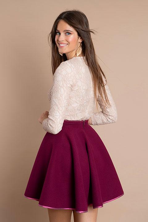 Jupe patineuse violet cassis en lainage (Vue de profil)