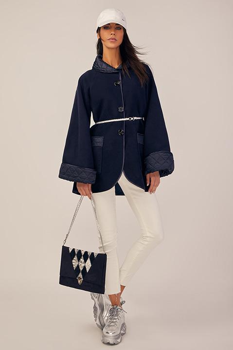 Manteau mi-long bleu nuit en lainage avec poches et manches kimono (Look 3)