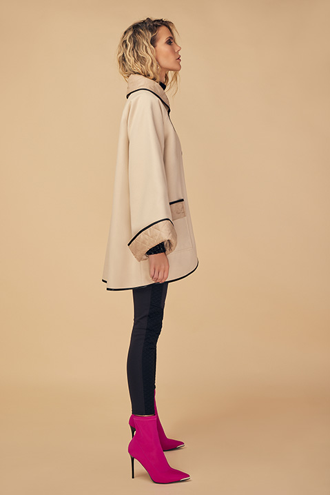 Manteau mi-long creme noir en lainage avec poches et manches kimono (Vue de profil)