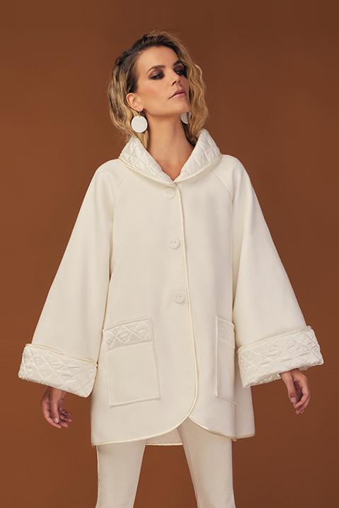 Manteau mi-long ivoire en lainage avec poches et manches kimono