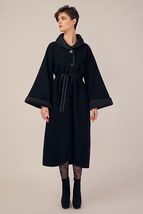 Manteau long noir en lainage avec ceinture et manches kimono