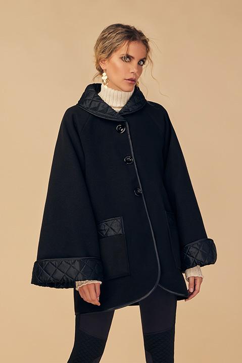 Manteau mi-long noir en lainage avec poches et manches kimono