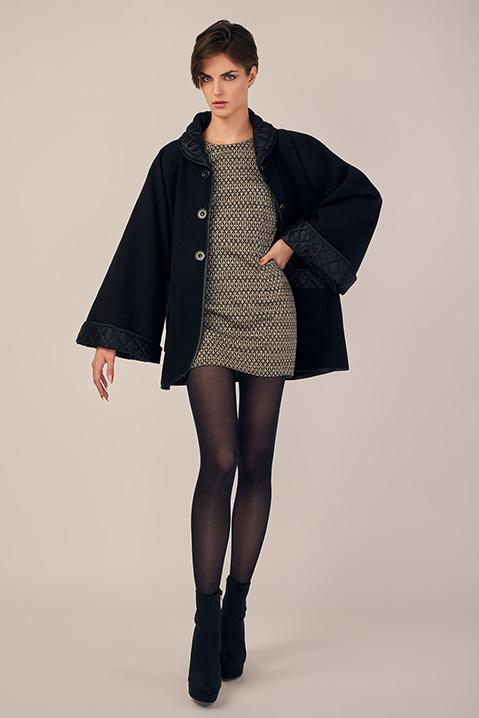 Manteau mi-long noir en lainage avec poches et manches kimono (Look 2)