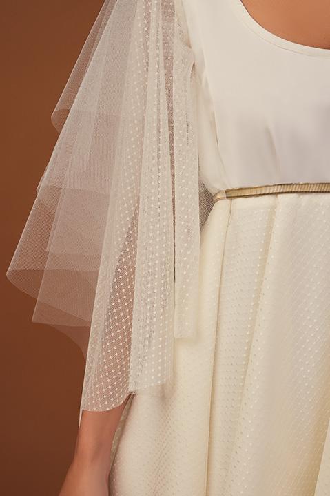 Robe de mariee ivoire courte devant et longue au dos style boheme (vue details)