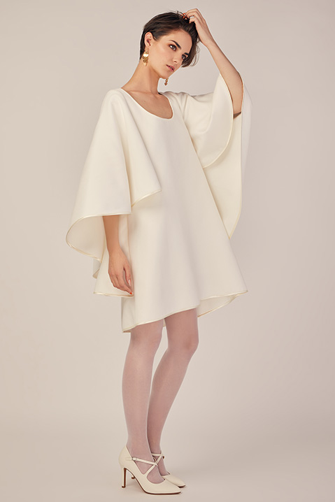Robe de mariée d'hiver coupe trapèze cape en lainage ivoire