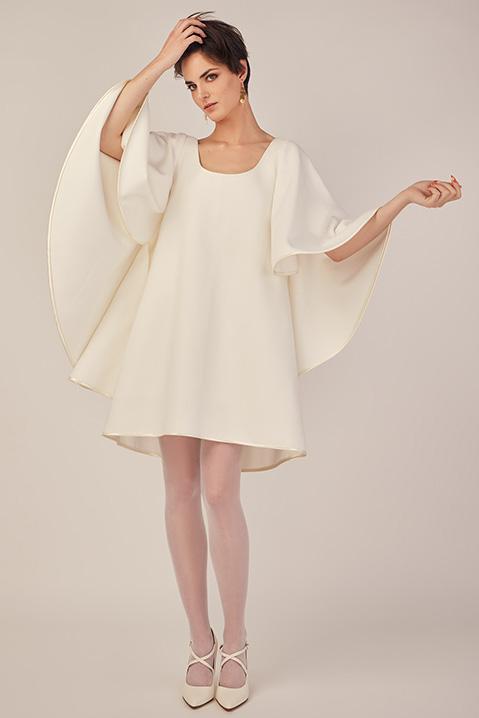 Robe de mariee hiver coupe trapeze cape en lainage ivoire (Vue en pied)