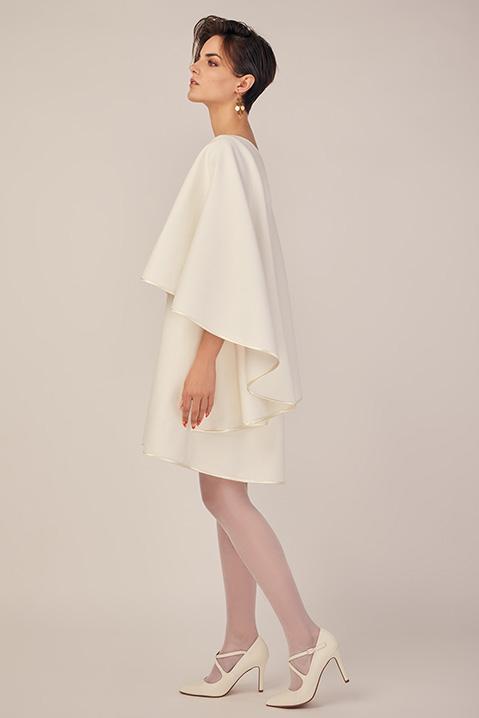 Robe de mariee hiver coupe trapeze cape en lainage ivoire (Vue profil)