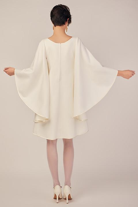 Robe de mariee hiver coupe trapeze cape en lainage ivoire (vue de dos)
