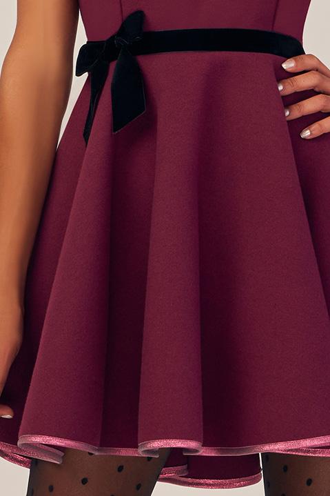 Robe Patineuse en lainage violet cassis et ceinture noire (Vue de Detail)