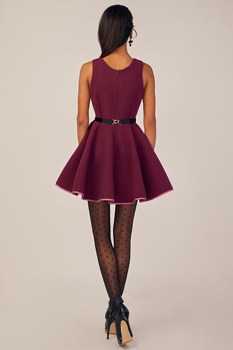 Robe Patineuse en lainage violet cassis et ceinture noire (Vue de Dos)
