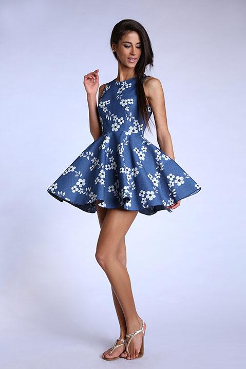 Robe patineuse bleu denim imprime fleuri (Look 1 dos)