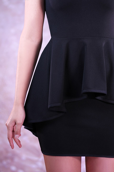 Robe de soiree avec basques noire (detail)