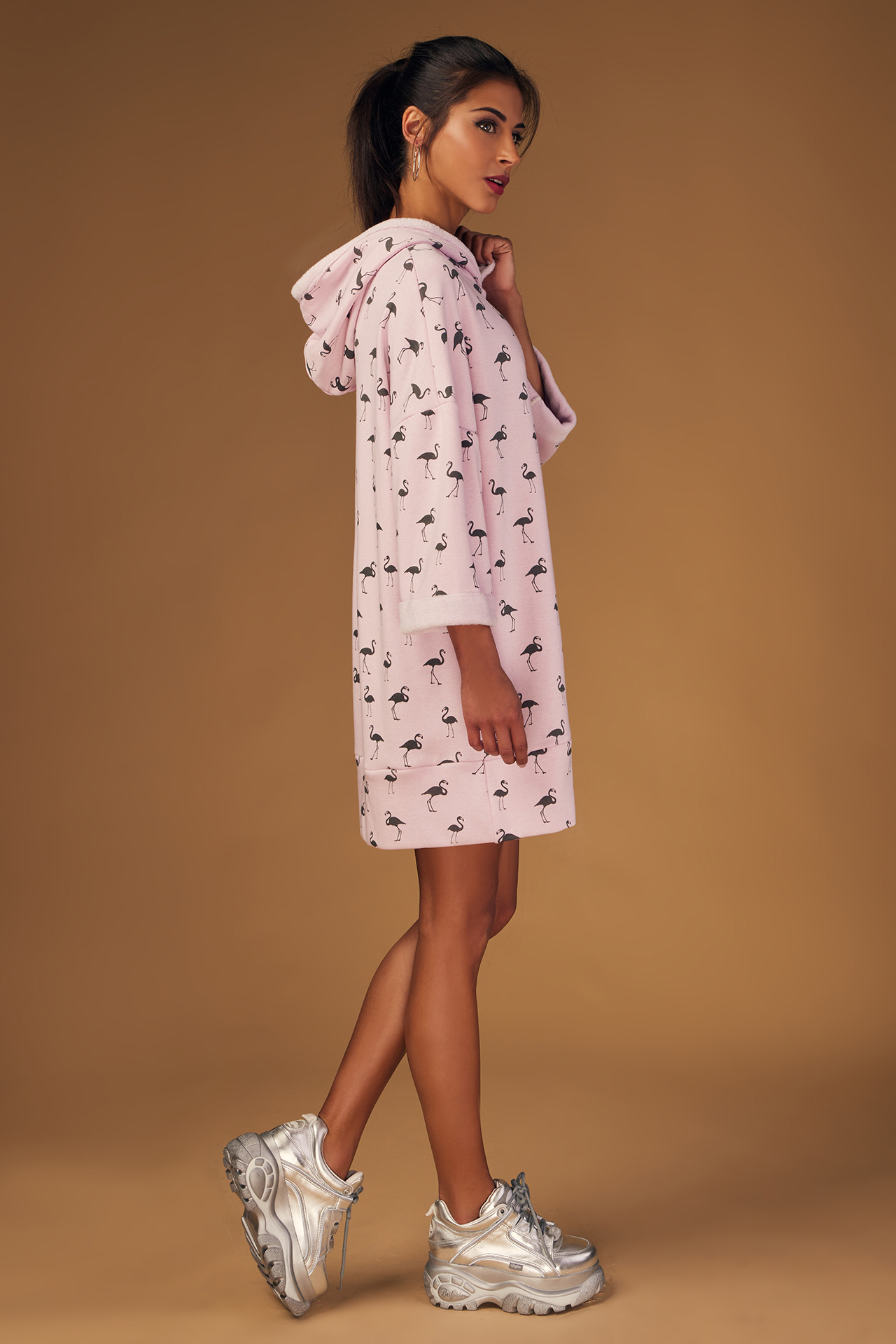 Robe Sweat Capuche Imprime Rose (vue profil)