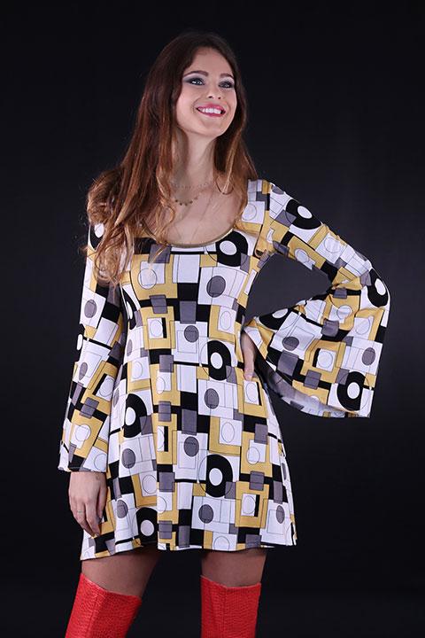 Robe Hippie Chic annees 70 jaune manches evasees (Portrait)