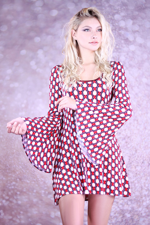 Robe Hippie Chic annees 70 rouge manches evasees (Vue de Face Pose)
