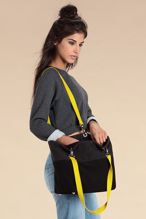 Sac a main en lainage gris et sangles jaunes (Look 4 avec Sweat)