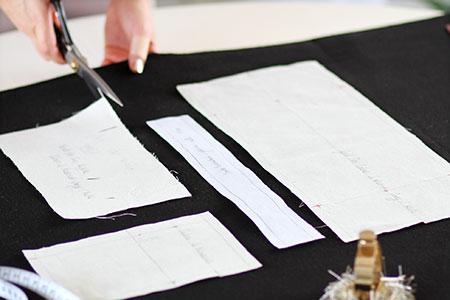 Patronage Sac à main en lainage gris anthracite et sangles jaunes