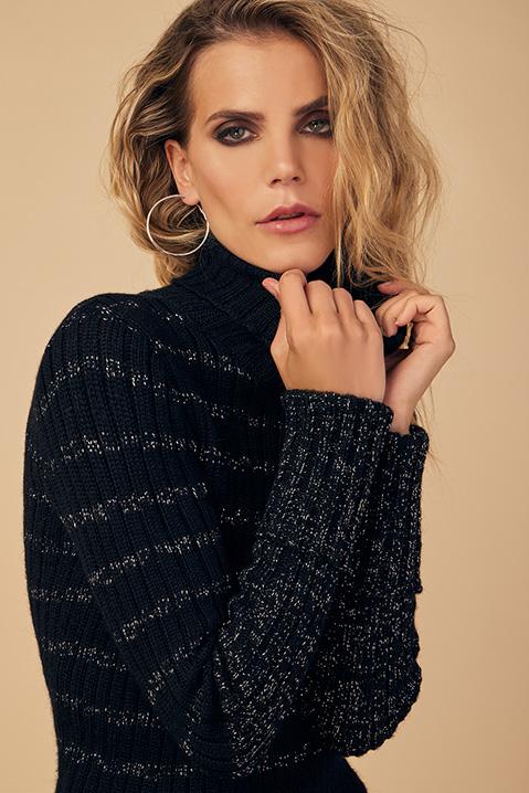 Pull femme col roule laine 100 pourcent alapaga noir (Look 1 en pied)