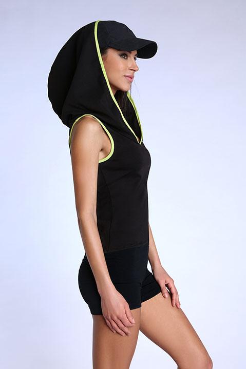 Top debardeur noir et vert pour femme avec capuche (profil)